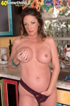 Margo Soaks Her Pussy