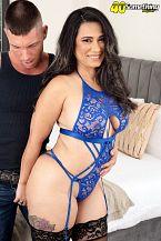 Sexy Latin babe MILF's 1st on-camera fuck
